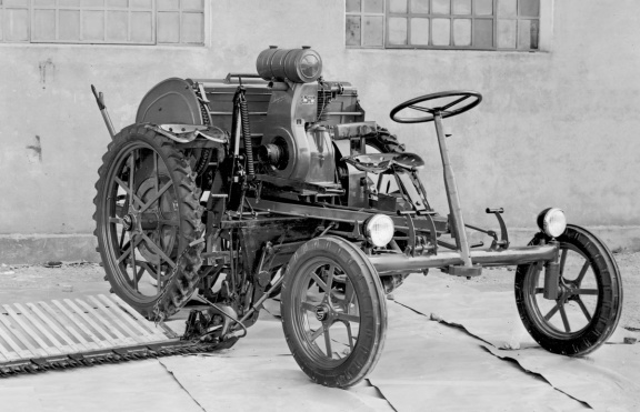 At Carraro our first self-seeding machine was born in 1951. Therefore, we met and then gave it the name, our first 'sprout'